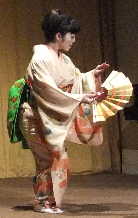 initiation la danse traditionnelle japonaise jiutamai. Black Bedroom Furniture Sets. Home Design Ideas